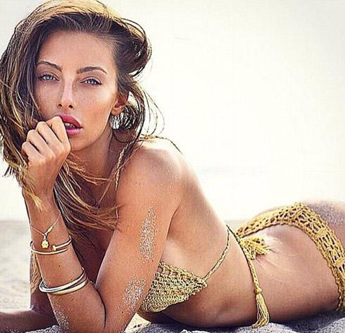 Alessia Tedeschi trong bức ảnh chụp mẫu bikini,
