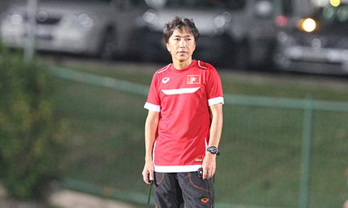 HLV Miura nổi cáu vì chuyện chỗ ở của cầu thủ