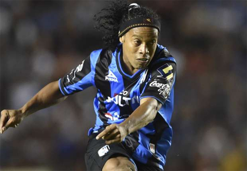 Đội bóng của Ronaldinho thảm bại trong trận chung kết