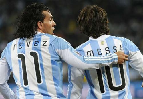 Messi âu lo về mối đe dọa mang tên Tevez