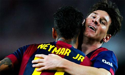 Messi lập siêu phẩm solo, Barca giành cú đúp