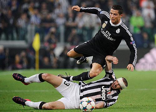 Hậu vệ Juventus: 'Messi đừng hòng đá kiểu vẽ vời ở Serie A'