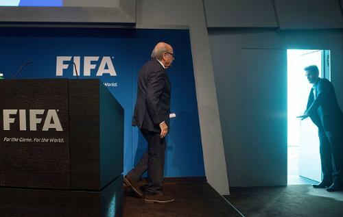 Thế giới đồng loạt vui mừng trước tin Blatter từ chức