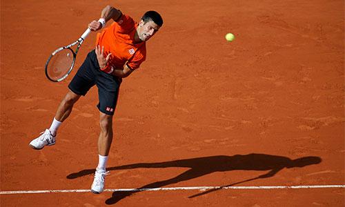 Djokovic phế truất 'Vua đất nện' Nadal chỉ sau ba set