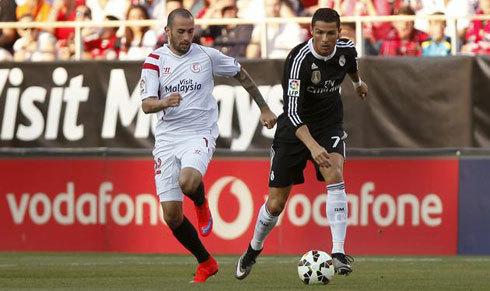 Barca mua cầu thủ chạy cánh phải, Alves hết cơ hội ở lại