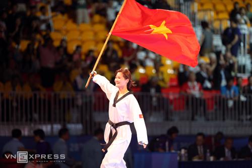 Nữ võ sĩ thắng áp đảo, cứu taekwondo khỏi ngày buồn