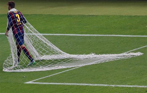 Pique tặng lưới chung kết Champions League làm quà cưới