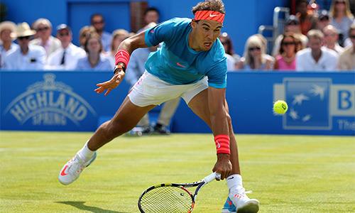 Nadal sớm bị loại, Wawrinka khởi đầu ấn tượng tại Queen