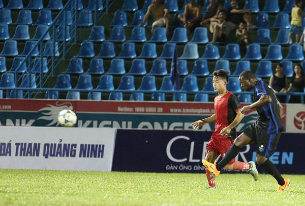 Đội Clear Men của Andy Cole để thua Than Quảng Ninh