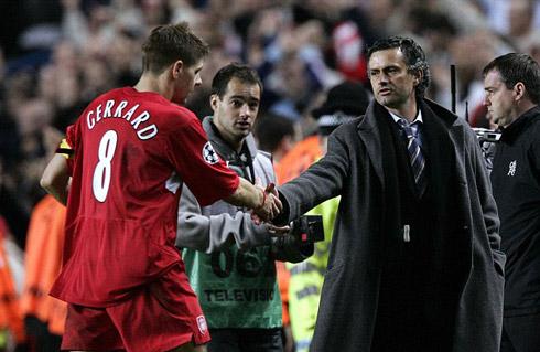 Gerrard: 'Giành danh hiệu với Liverpool giá trị gấp đôi Chelsea'