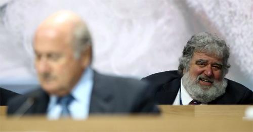 FIFA cấm suốt đời cựu quan chức phơi bày tham nhũng