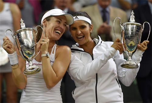 Martina Hingis giành hai chức vô địch đánh đôi Wimbledon trong hai ngày