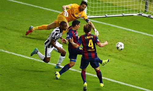 Allegri: 'Barca trơn như lươn, Juventus chỉ là gà công nghiệp'