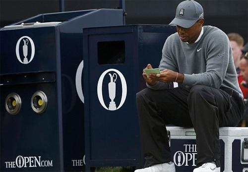 Tiger Woods dư bốn gậy ở vòng một Open Championship