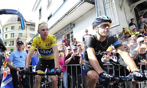 Cua-rơ tố bị đấm trên đường đua Tour de France 2015