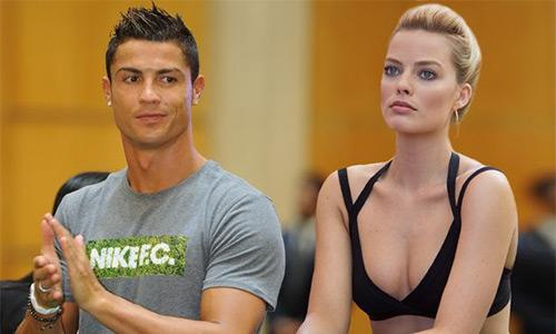 Robbie dường như đang trở thành đối tượng săn đuổi mới của Ronaldo. Ảnh: Mirror.