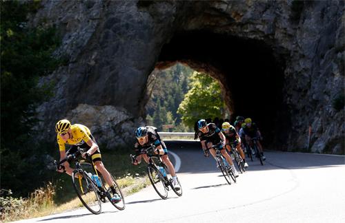 Tour de France đang trở thành Tour de Scandal
