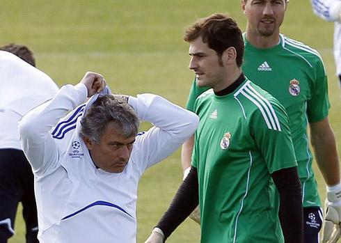 Mourinho bất bình khi Casillas nhận lương cao