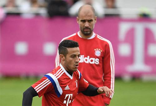 Hitzfeld cảnh báo Bayern trước làn sóng Tây Ban Nha hóa