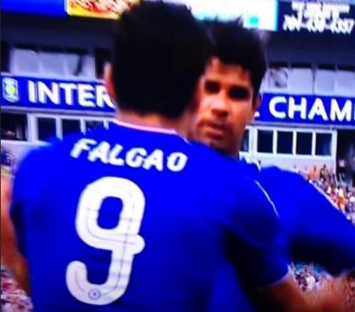 Falcao - Costa: Khi con tạo xoay vần