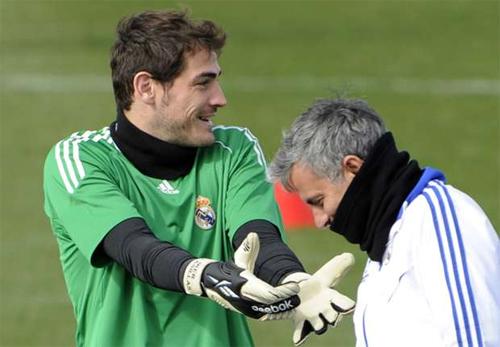 Mourinho bị chê 'tự bắn vào chân mình' khi châm chọc Casillas