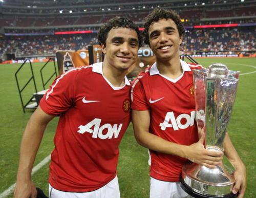 Rafael 'viết tâm thư' cho Fabio ngày rời Man Utd