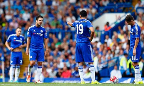 Mourinho chỉ trích nữ bác sĩ của Chelsea sau trận hòa Swansea