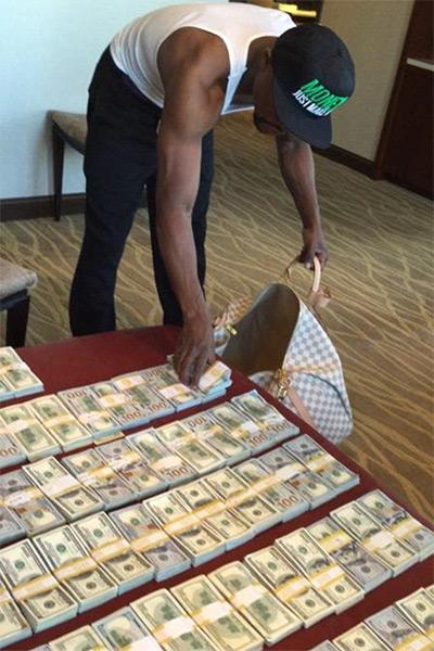Floyd Mayweather tiếp diễn trò khoe tiền