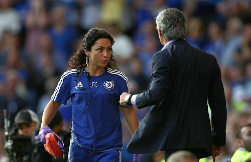 Mourinho bị phê phán vì phạt nữ bác sỹ Chelsea