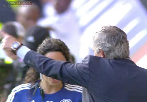 Mourinho quát tháo những gì với nữ bác sỹ Chelsea