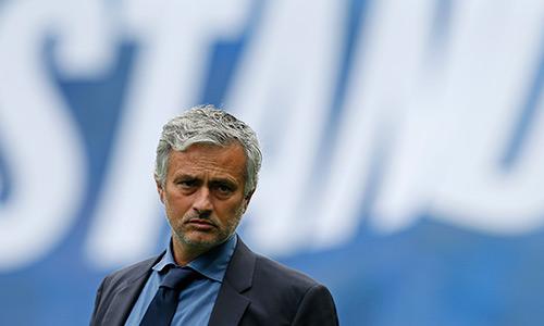 Mourinho hứng 'gạch đá' từ báo Anh vì thua đậm Man City