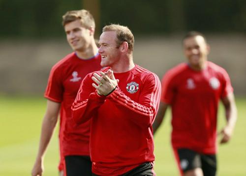 Van Gaal bảo vệ Rooney trước chỉ trích