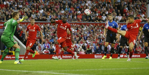 Liverpool hạ đội tân binh nhờ bàn thắng tranh cãi