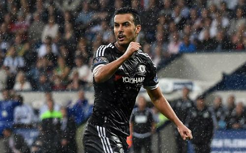 CĐV Chelsea trêu tức Man Utd khi Pedro tỏa sáng