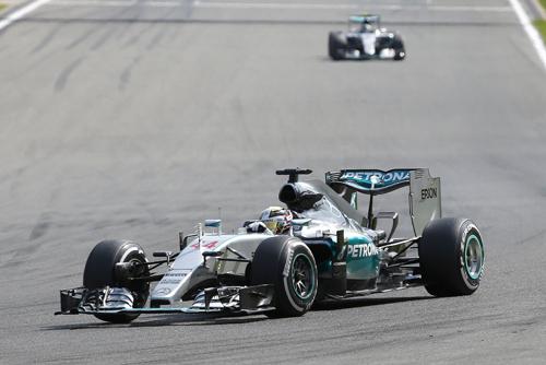 Mercedes-9891-1440374905.jpg
