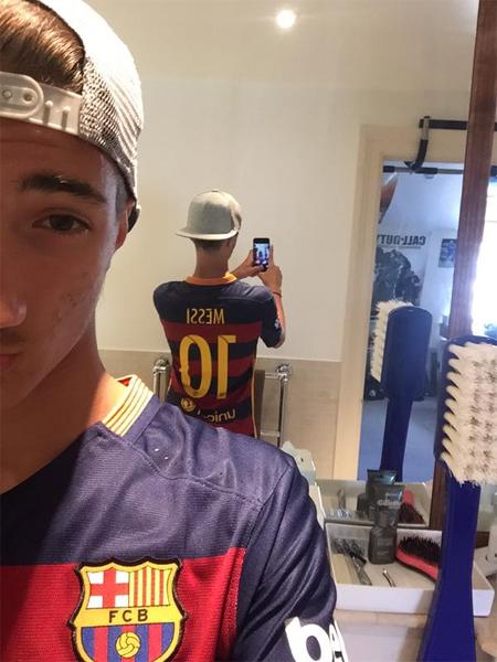 Con trai Mourinho cổ vũ Barca và Messi