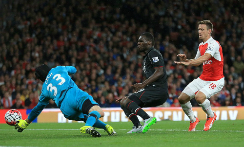 Petr Cech xuất thần giúp Arsenal thoát thua Liverpool