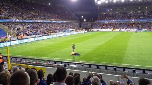 CĐV Man Utd bêu xấu Gerrard trong chiến thắng trước Brugge