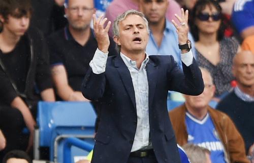 Mourinho: 'Trọng tài sai lầm, Chelsea không đáng thua'
