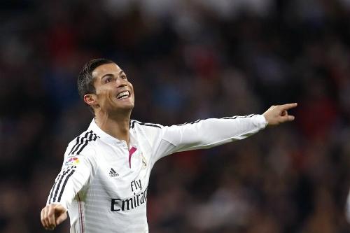 Ronaldo viết một chữ kiếm hàng nghìn đôla