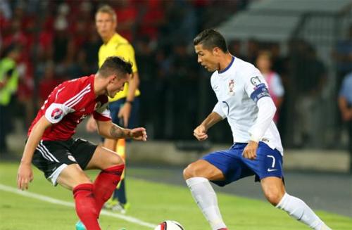 Ronaldo nối dài cơn khát, Bồ Đào Nha vẫn chạm tay vào vé dự Euro