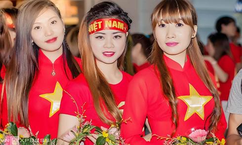 Nữ CĐV Việt Nam hứa 'nhuộm đỏ' khán đài ở Đài Loan