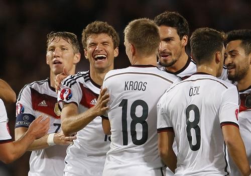 Muller tỏa sáng, Đức tiến gần Euro 2016