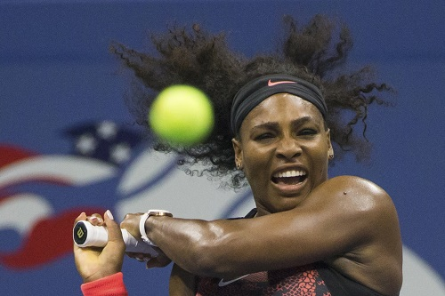 Serena đánh bại chị gái Venus, vào bán kết