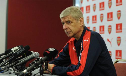 Wenger: 'CĐV cứ nghĩ tiền đạo giỏi từ trên trời rớt xuống'