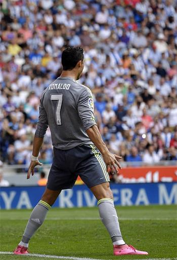 Ronaldo ghi năm bàn, phá kỷ lục của Raul