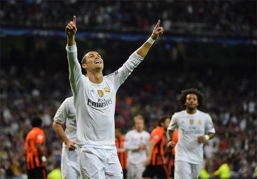 Ronaldo lập hat-trick, Real khởi đầu hoành tráng tại Champions League