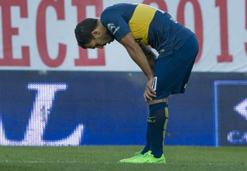 Tevez đạp gãy chân đối thủ ở giải Argentina