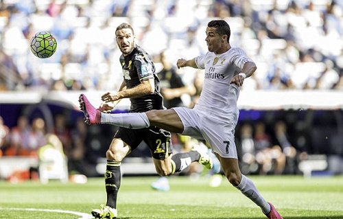 Ronaldo kém duyên, Real vẫn chiếm ngôi đầu của Barca