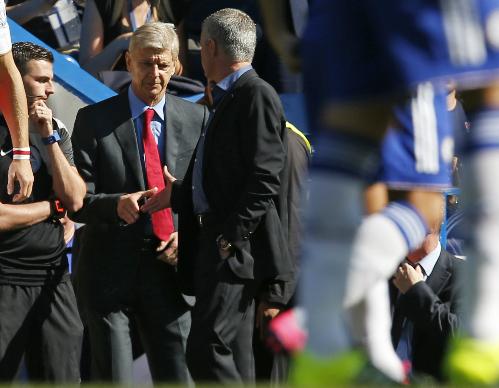 Mourinho: 'Wenger lúc nào chẳng than vãn'